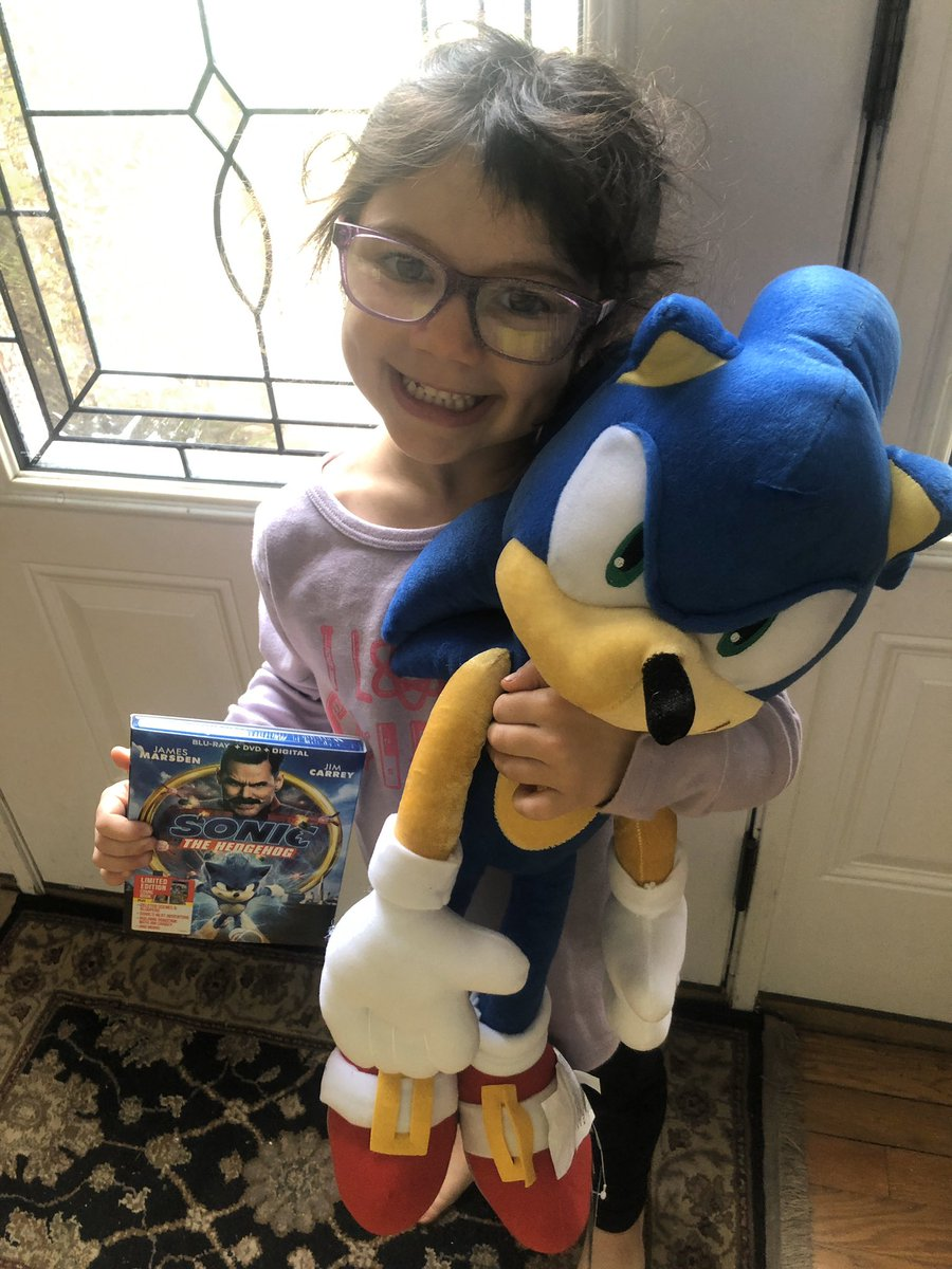 Tay Tay is sleeping but she loves this movie!!  #SonicMovieParty https://t.co/5gpTVpOVRd