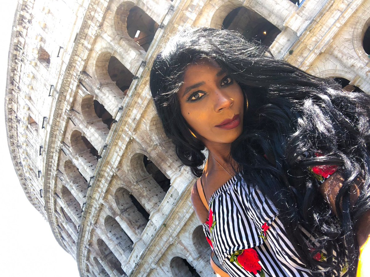 When in Rome... #model #italia #rome #roma #attrice #modele #modelo #modella #actriz #atriz #wheninromepic.twitter.com/ahyaUCfr1I