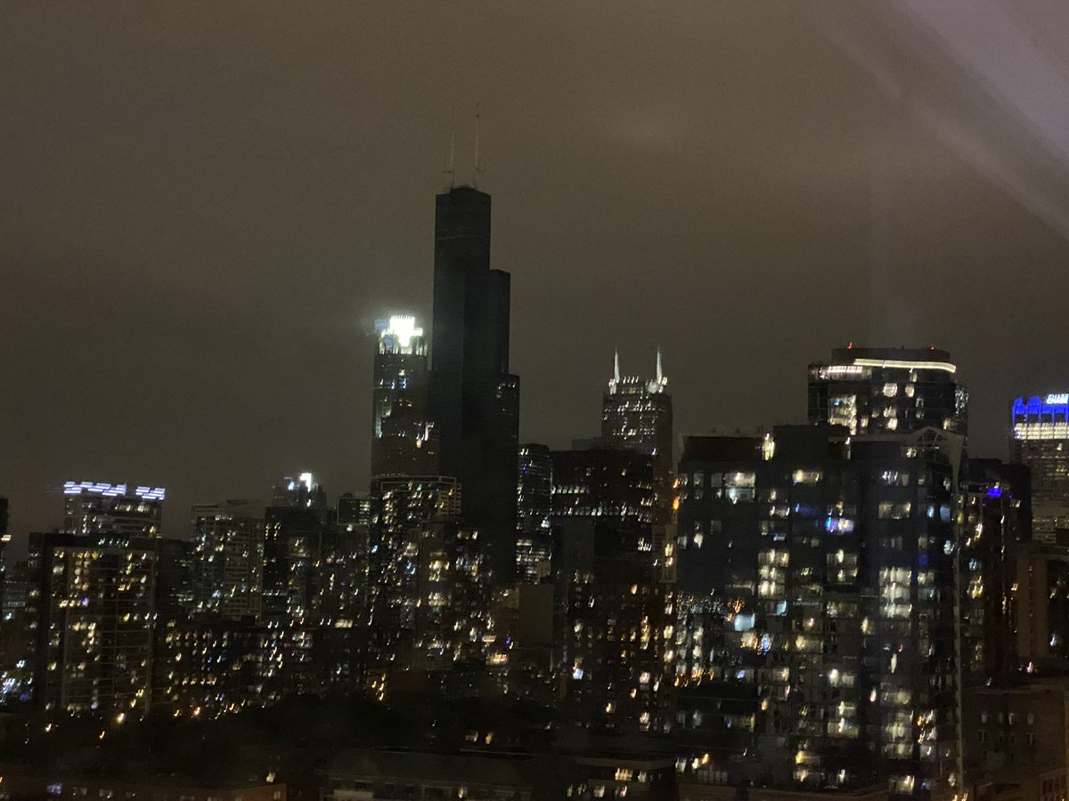 Replying to @AJHolmgren: Flooding caused a power outage at the sears tower and it's extremely ominous with no lights on