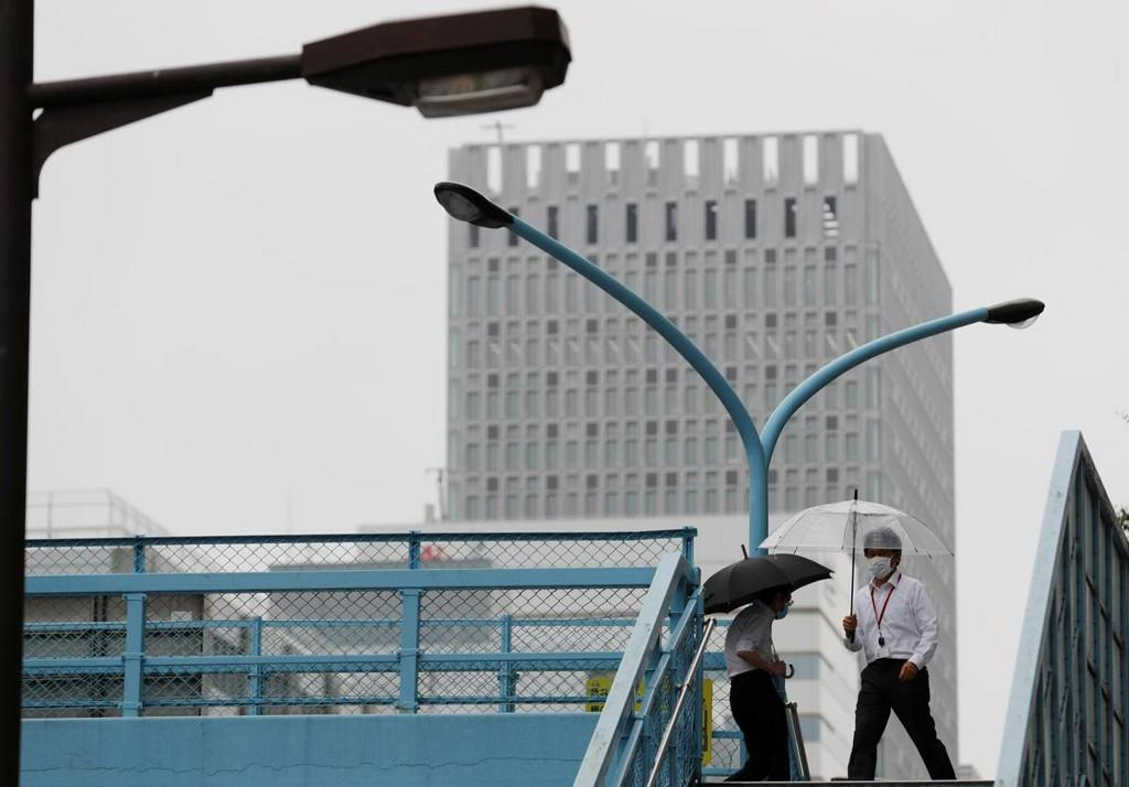 Pandemic sinks Japan business mood to decade low, outlook even bleaker: Reuters Tankan reuters.com/article/us-jap…
