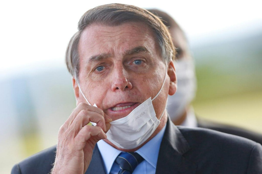 Bolsonaro says Brazil to issue new chloroquine protocol on Wednesday reuters.com/article/us-hea…