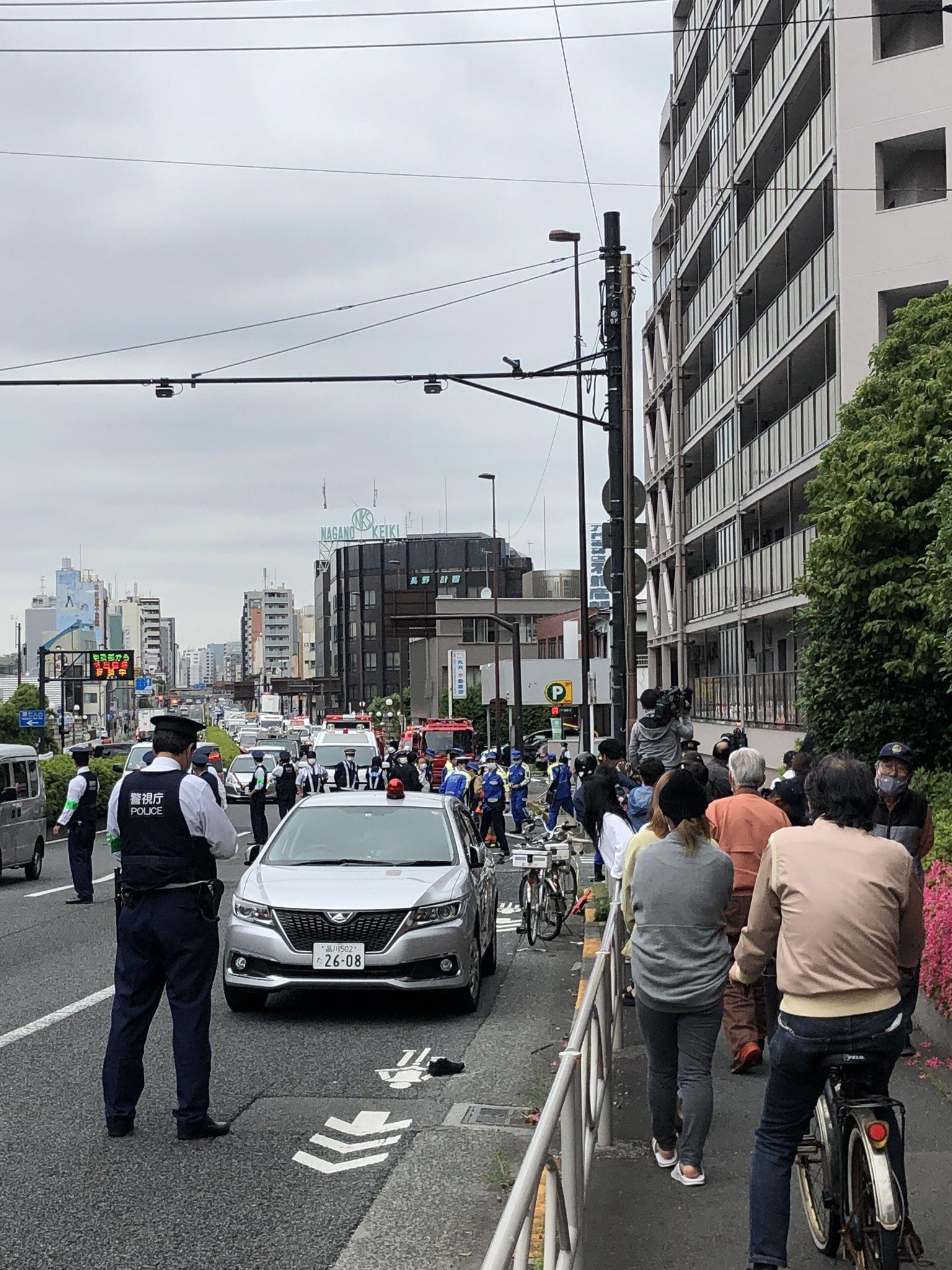 大田区の死亡ひき逃げ事件で警察が現場検証している画像