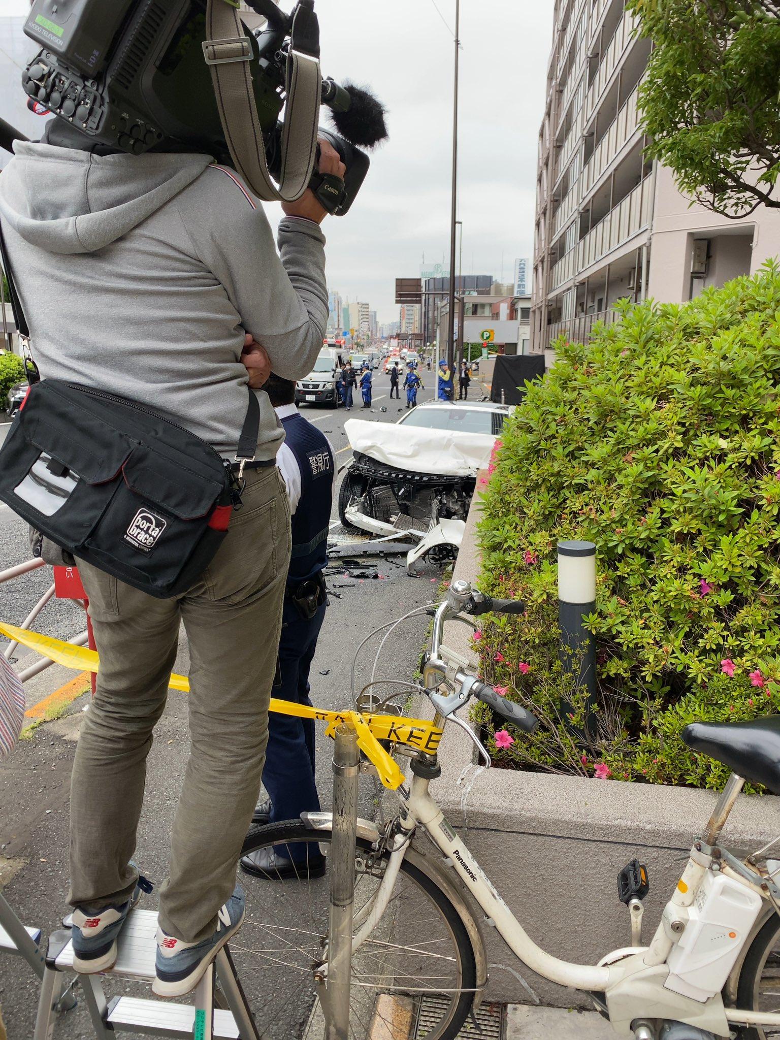 大田区南馬込でベンツが大破しているひき逃げ事件の現場の画像