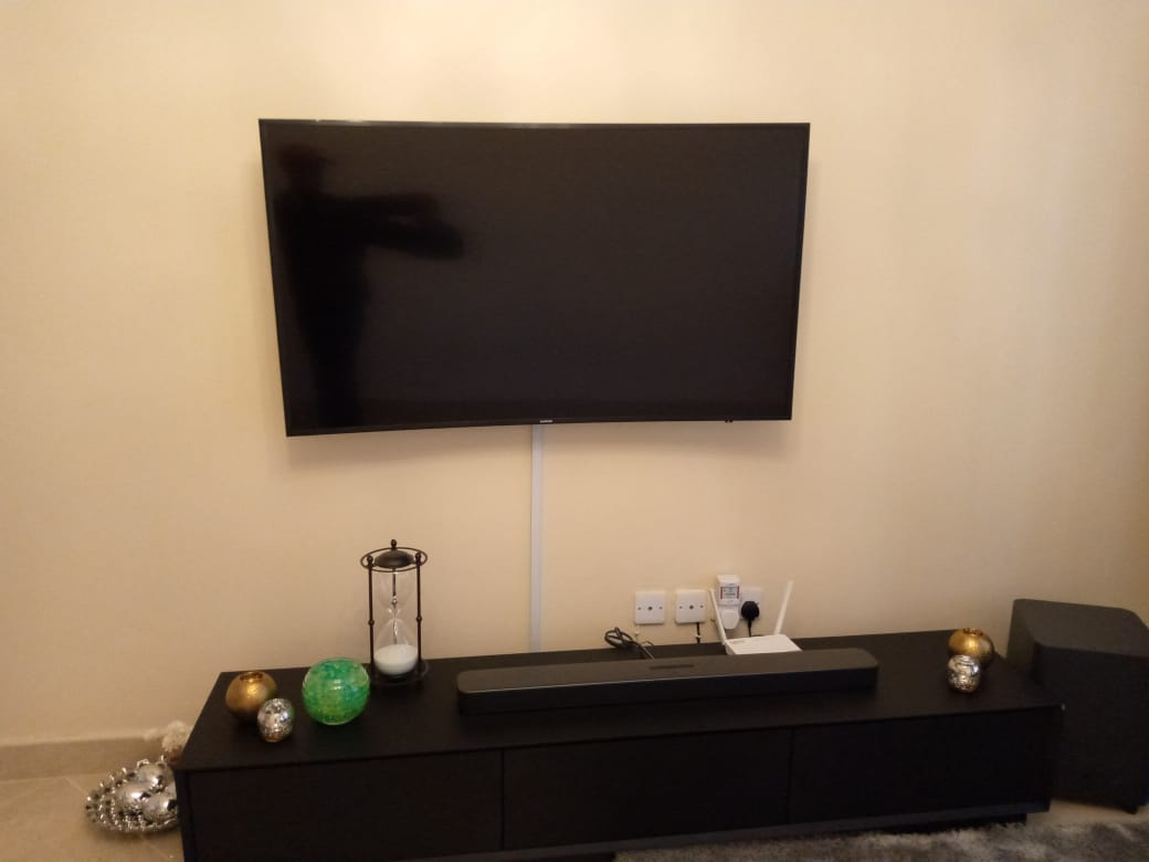 When it comes to tv mounting and installation services,your search ends here. Once you get the positioning right, everything else falls into place. #lowbudgetdecore #cleansetups #affordableluxury.call or txt 0727274935/0731971855.pic.twitter.com/kfTAS2jnUR
