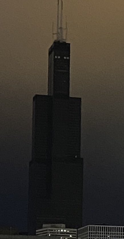 Replying to @RoyalRedBears: Even Sears Tower is 100% fucking DONE with this 2020 bullshit