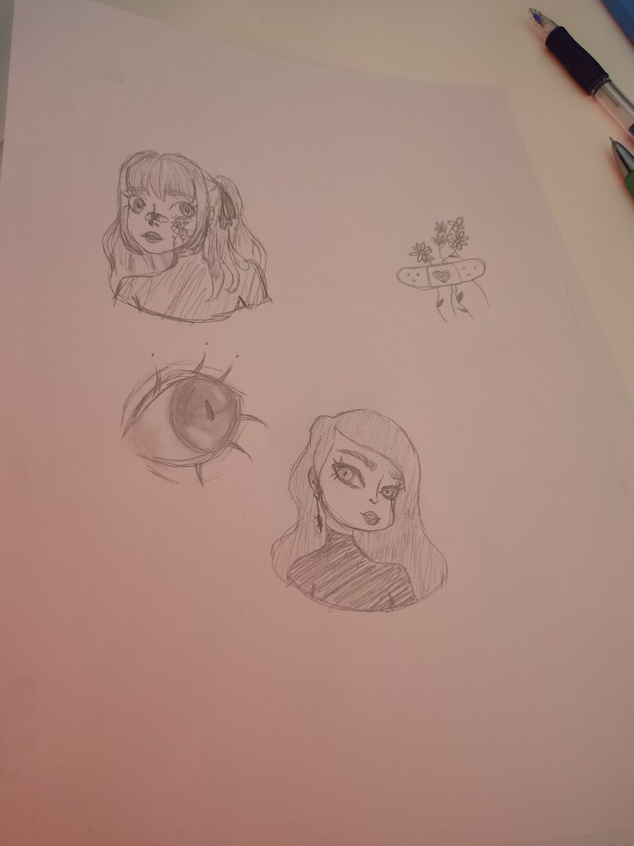 Making some sketches cause #bored pic.twitter.com/a1R03Jipwx