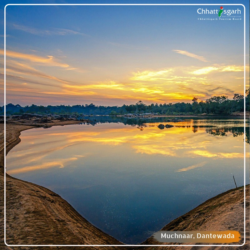 Walking near the sea shore is a blissful experience. Chhattisgarh, being a landlocked region, also offers you a river beachside to enjoy the tranquillity of nature. Muchnaar at Dantewada district, is hidden gem where the eternal sunset can be experienced with your loved ones. <br>http://pic.twitter.com/yh0s1iIalD