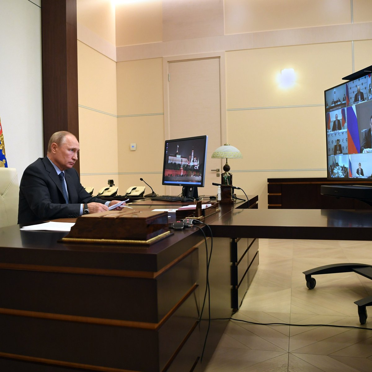 The influence of the coronavirus on agriculture: Vladimir Putin held a videoconference on developments in this sector bit.ly/2WRyj1f