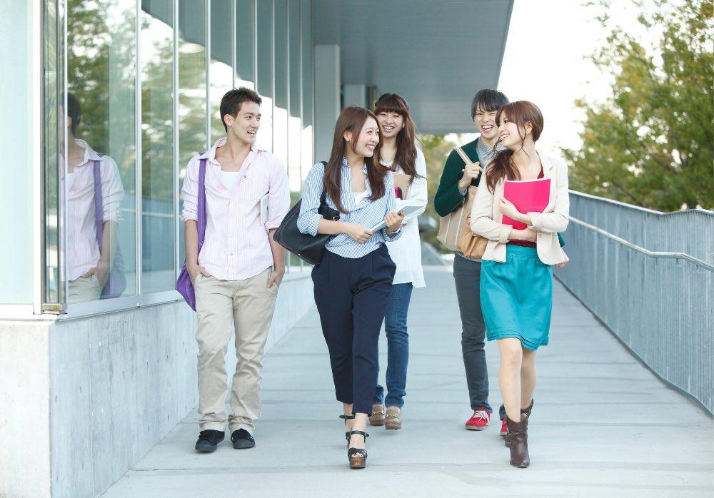 イメージとして撮られた大学生と実際の大学生の違いwww