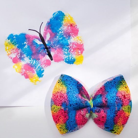 INSPIRATION // Butterfly prints using a kitchen sponge and an elastic band. Apply paint generously to one wing and fold sponge to create matching wings. Print http://tiny.cc/f5hfpzpic.twitter.com/h5OmywAmr6