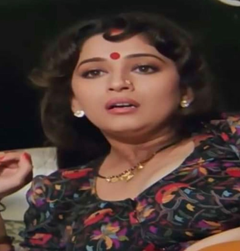 . . . #bollywooddance #bollywoodstar #bollywoodstyle #queenofbollywood #bollywoodcinema #bollywoodfilm #indiacinema #indiafilm #anupamaparameswaran #namithapramod https://instagr.am/p/CAaPJ2yBhUY/pic.twitter.com/VwRBR7SyTC