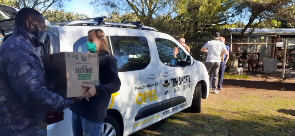 Tom Swartz delivered 47 food parcels with his Opel Combo Life to needy families, to honour the life of Emma Boshoff. #Opel #Combo #OpelSApic.twitter.com/HfGBL96es7