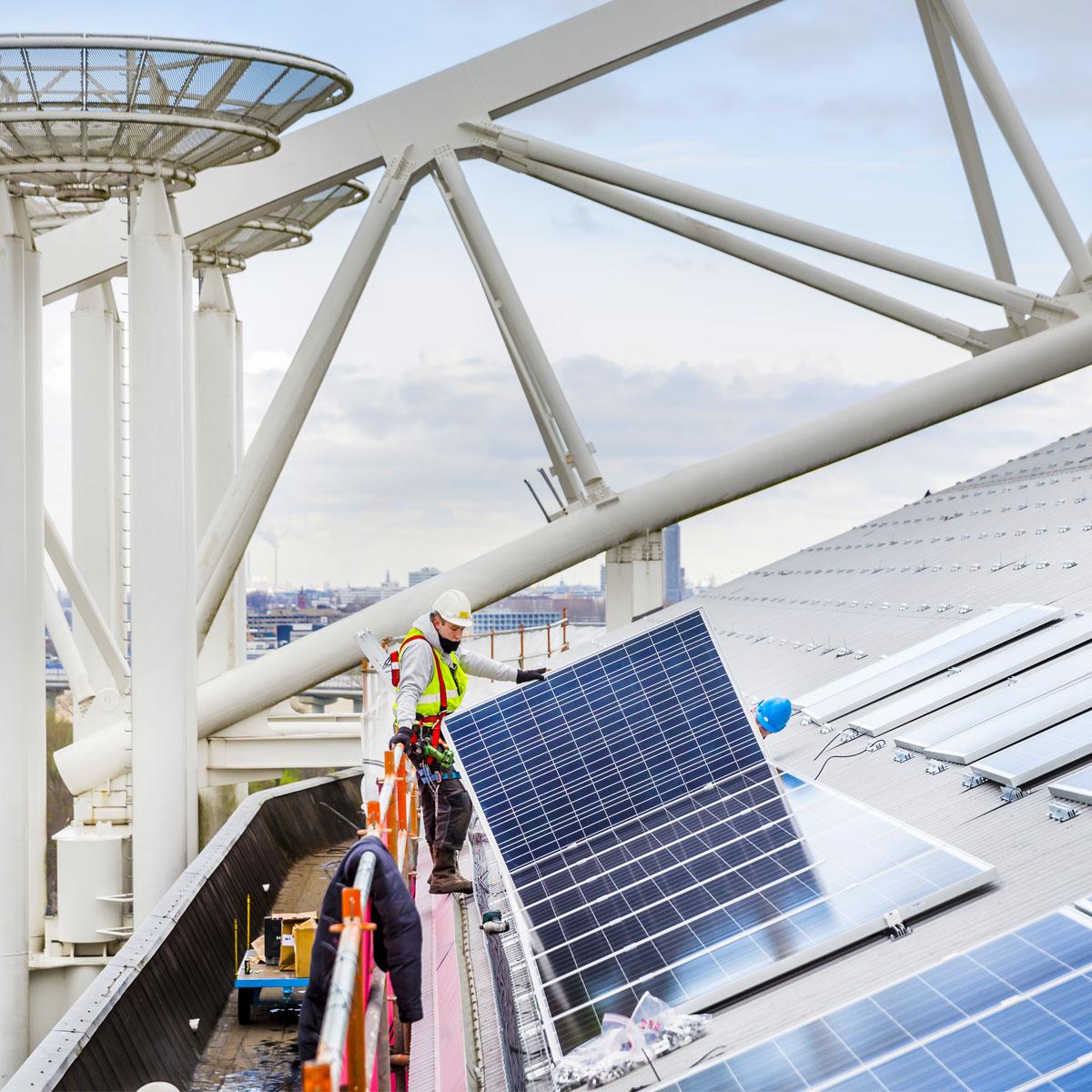 De Johan Cruijff ArenA is... ♻️ Een duurzaam stadion. ⚡️ Én energie klimaat-neutraal.  That's what we like. 🙏🏼 https://t.co/o2NSHbKlzl
