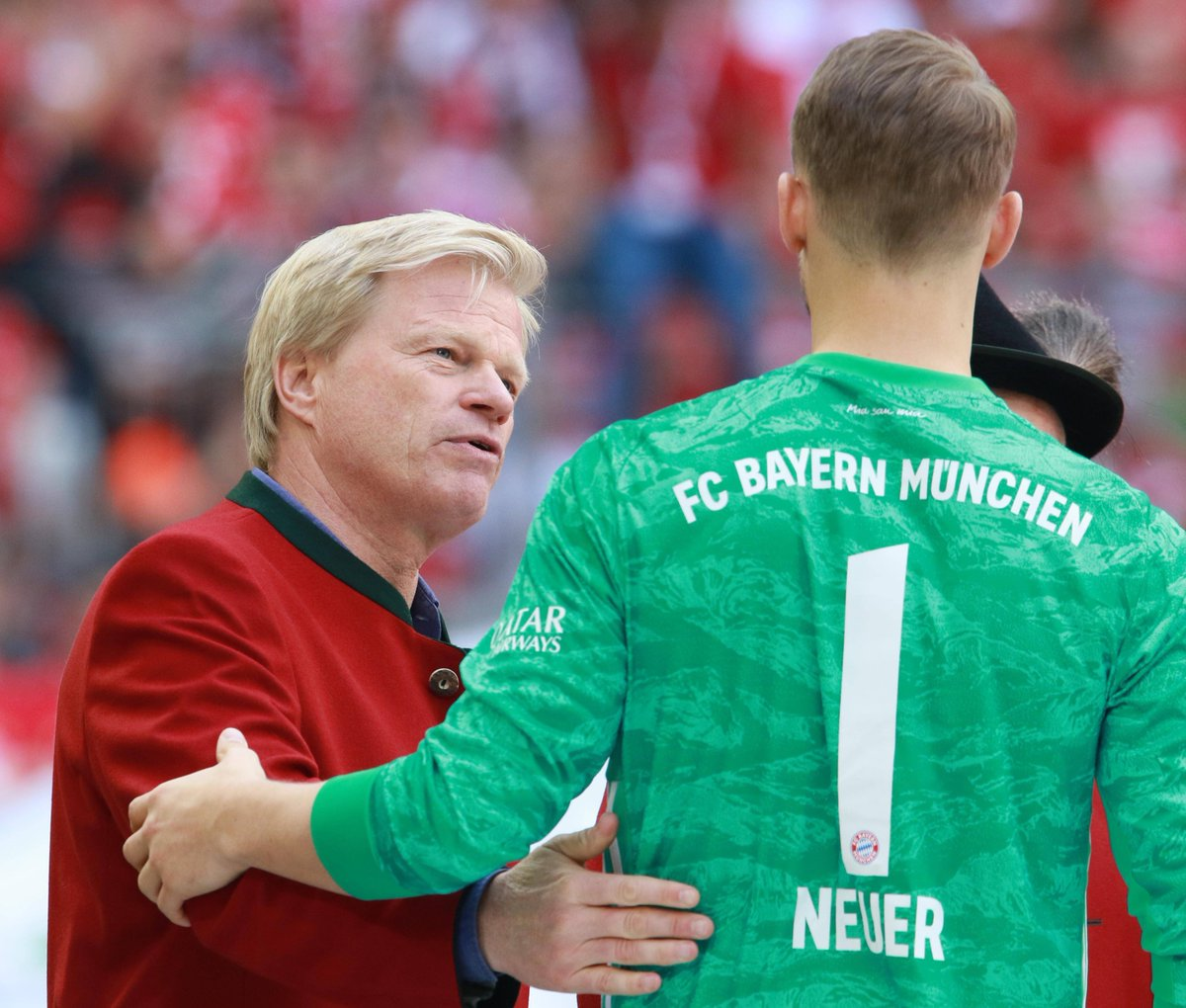 Another big decision for a successful future! @Manuel_Neuer is the captain and one of the most important pillars of our team. He embodies great years of German football and we're happy to continue the way of @FCBayern together. This extension is a strong signal 👌🏼🖋️ #MiaSanMia https://t.co/JLnENhIt6i