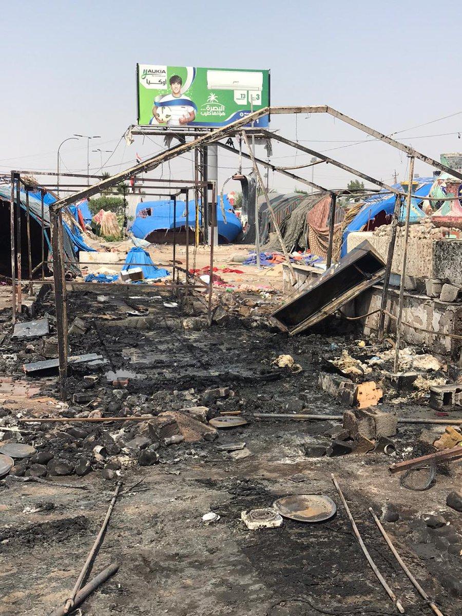 مجهولون بدراجه ناريه يقومون بحرق ٤ خيام من خيم اعتصام #البصرة الساعه ٢ظهرا لن نتراجع لن نهزم