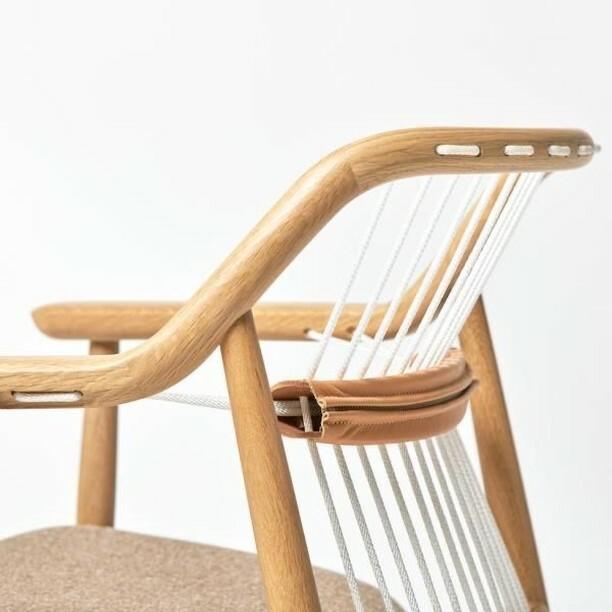 Beautiful design inspiration by Mikiya Kobayashi  #designerfurniture #designerchair #chairdetail #interiordesigners #designwithoneline https://instagr.am/p/CAarm8tl9ET/pic.twitter.com/psk5ShY1yQ