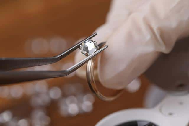 Looking for a perfect ring that is neither too fanciful nor extravagant? These 6 boutiques are home to the best classic diamond ring designs in Singapore!  #classicdiamondringdesign #diamondring #thegirlco https://thegirl.co/sg/wedding/best-classic-diamond-ring-design/…pic.twitter.com/KdOoA9rTVv