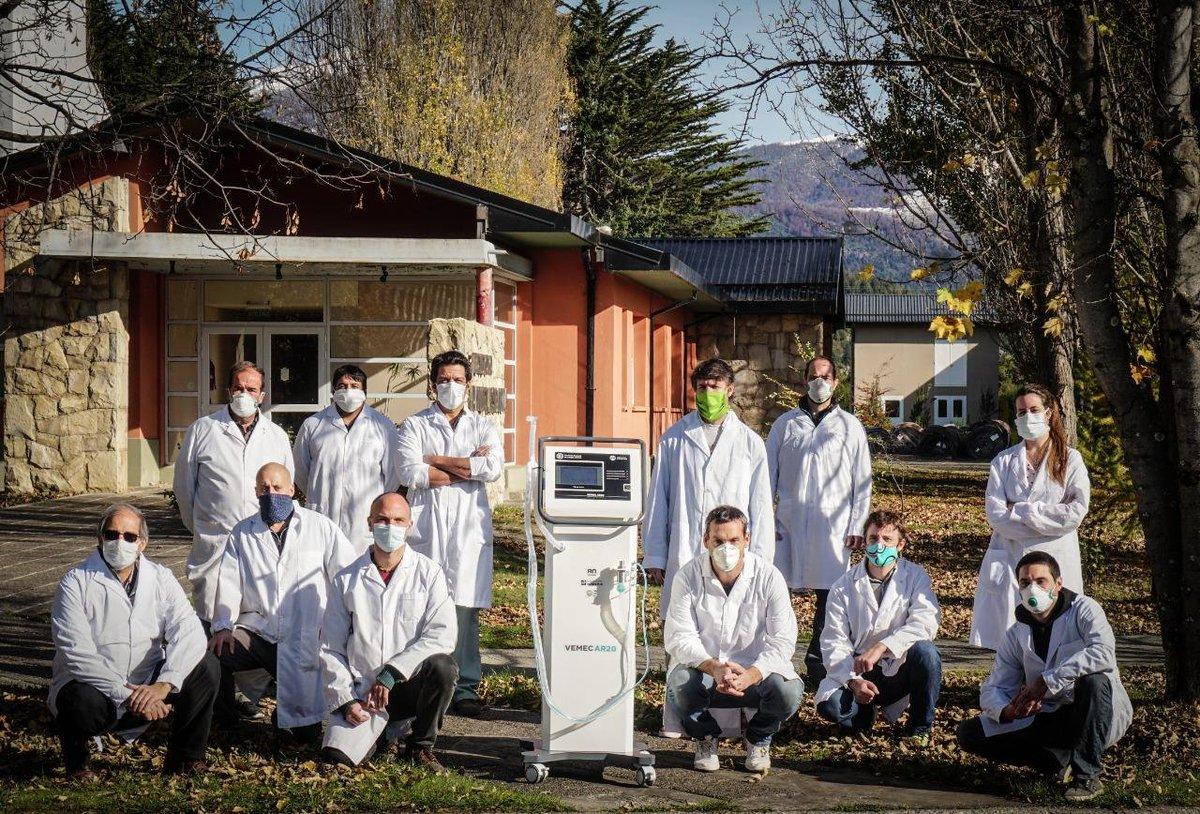 Estamos trabajando en un respirador artificial para pacientes con COVID-19 que tengan stress respiratorio severo. Gracias a los profesionales del Centro Atómico Bariloche y la Fundación INTECNUS que están comprometidos con esta causa. 👏 🇦🇷 Más infohttps://t.co/pNR9Xsy6Kg https://t.co/ZqnafY7Awl
