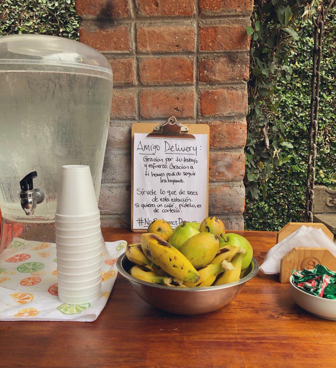 Hoy hay guineos, mangos y peras para nuestros amigos repartidores 🧡 #NoPodemosParar #EllosTampocoParan https://t.co/c9XnmZrKHF