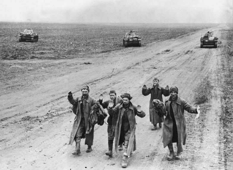 German forces have crushed the last Soviet pocket on the Kerch Peninsula, in eastern Crimea: 162,000 Red Army soldiers have been killed or captured. Germans have lost 7588 men in this new offensive. https://t.co/POQA0fSqfi