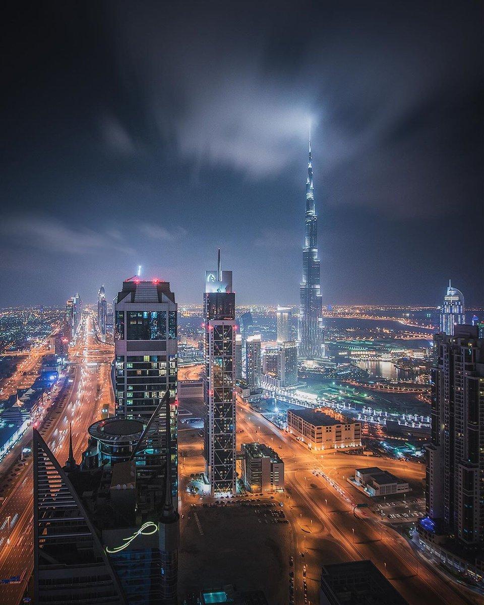 Night view. #Dubai #UAE pic.twitter.com/yBwxo1wQO7