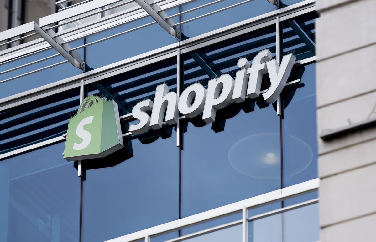 Shopify to offer deposit accounts and payment cards to small business owners