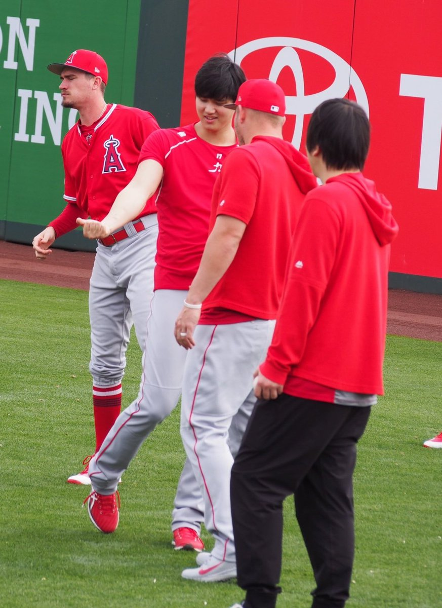 Good old days of Ohtani just showing off his TJ scar  <br>http://pic.twitter.com/7Hvw0Derae