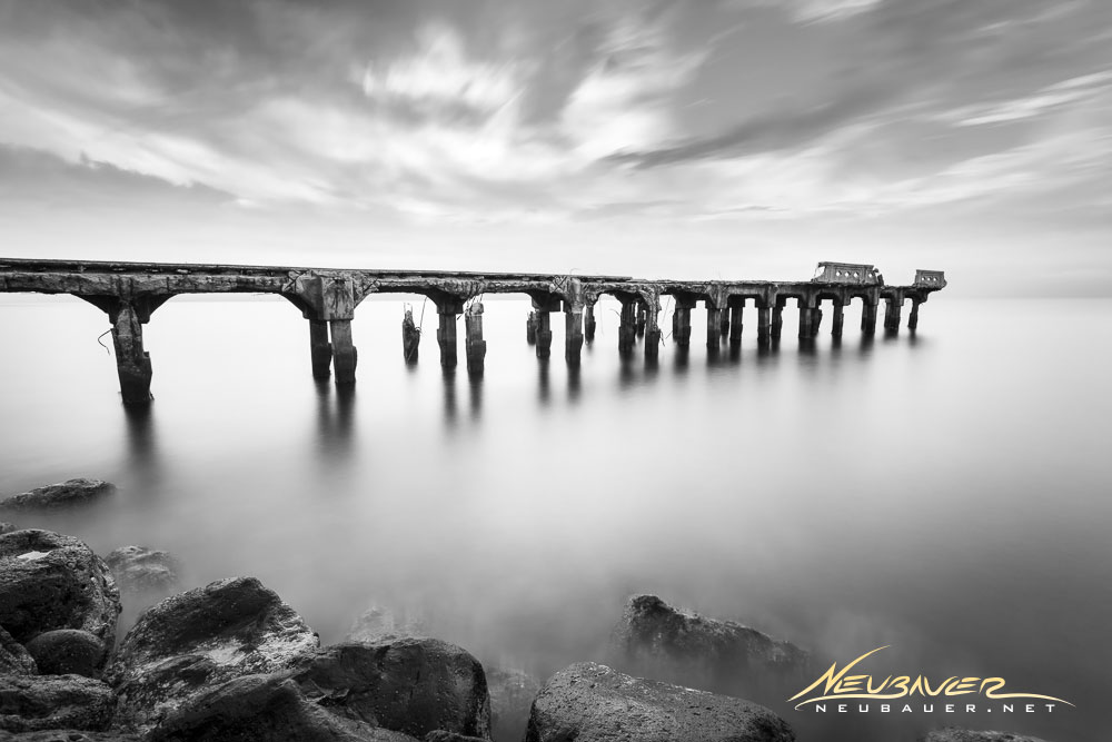 Believe it or not, this old decrepit pier still stands in Lahaina, #Maui. Have you seen it?<br>http://pic.twitter.com/DW9F3HYJyW