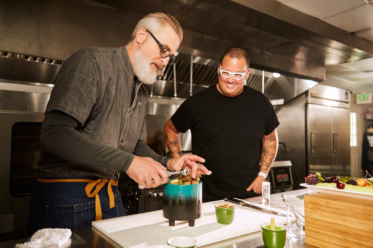 Spend your Memorial Day Weekend with Chef Graham Elliot as he discovers the rising stars of Kentucky's food scene https://t.co/TKY0q2LStM https://t.co/EPVOI5gi23