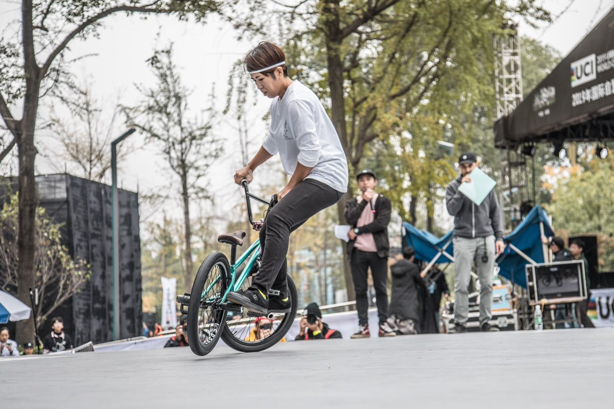 Female flatland shot by @naoking55 in Chengdu, China. Keep rolling everyone. #ucibmxfreestyle https://t.co/TQJWSVr5y7