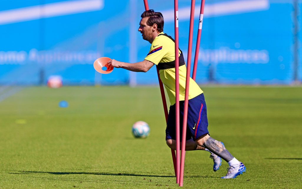 No matter how you try to stop Leo #Messi, he will go right through you. <br>http://pic.twitter.com/VBEDIj57w3