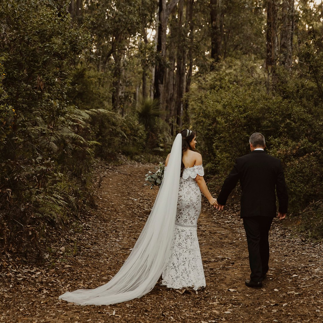 It was also on a Thursday that Lexi + Vin tied the knot, yes to many more weekday weddings . . . . . #perth #perthwedding #australia #nanga #nangabush #nangabushcampwedding #perthweddingphotographer #perthphotographer #graceloveslace #southwestwedding https://t.co/pWAtm6Vpo8