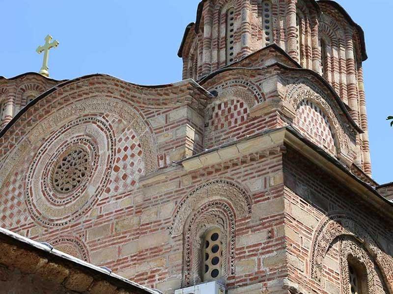 Реците оном мученику, а и свима што га подржавају, да и на деловима фасаде цркве Вазнесења Господњег у манастиру Раваница (14. век) има шаховинца а не само на Зелењаку. Боже, шта нам раде...
