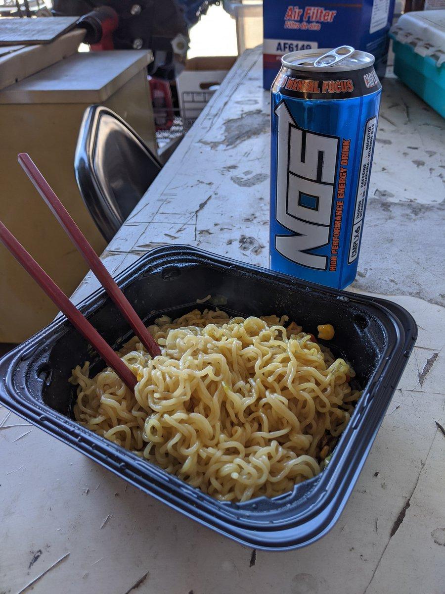 Instant goodness.  #lunch #yakisoba #instant #justaddwater #nos #ineednos #energydrinkpic.twitter.com/OVSaHs5uTT