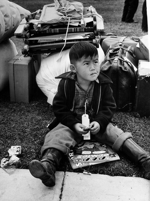 USA continues mass deportation of citizens based on their ethnicity, as Japanese-Americans are banned from living on West Coast; one young boy tagged for army to transport him to a detention camp: https://t.co/Zm8NfI4SWb