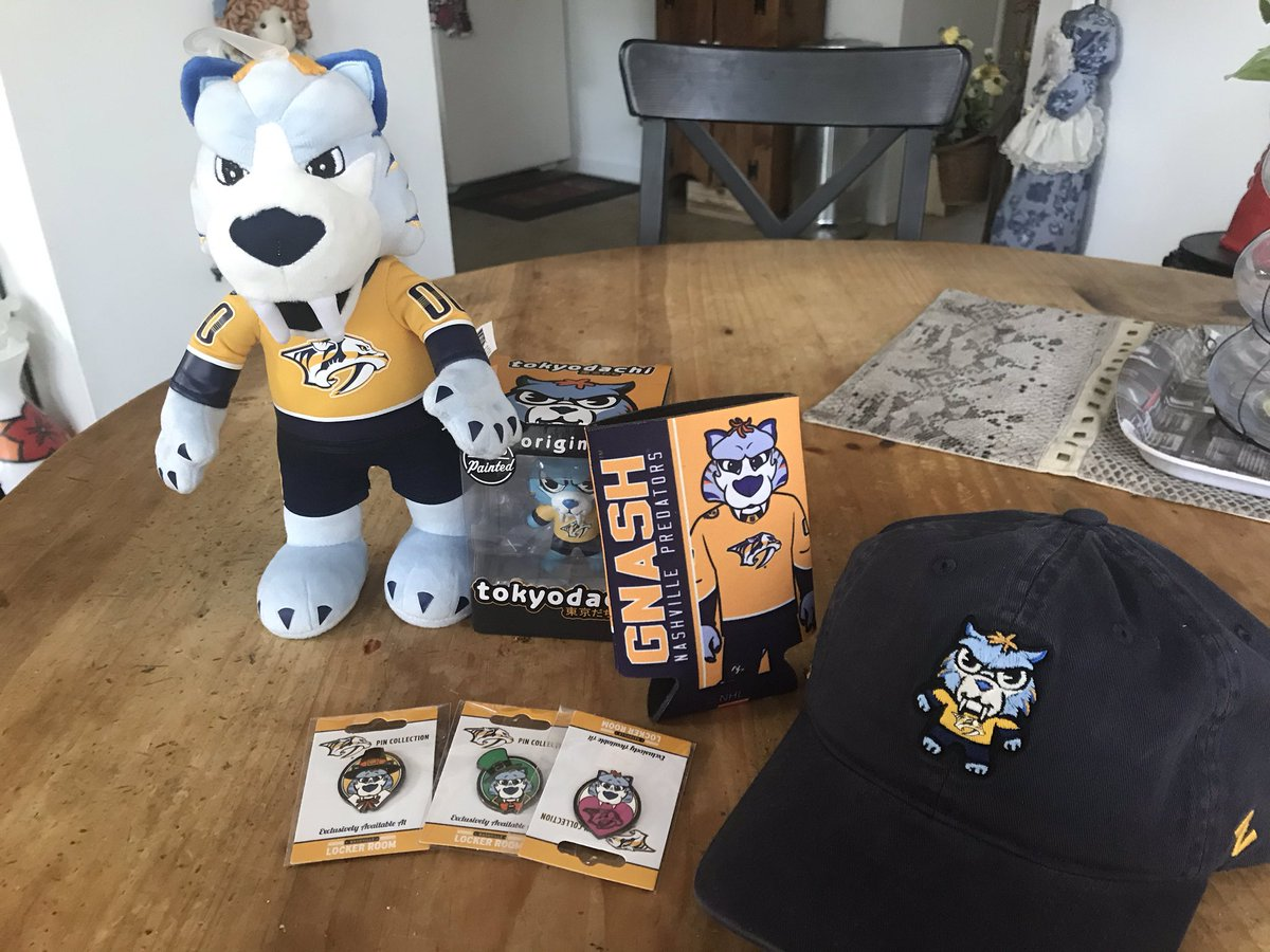 Just got my @Gnash00 #mysterybox from the @NSHLockerRoom and I absolutely love it