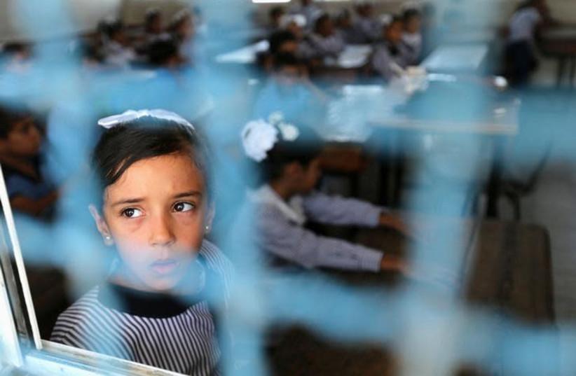 PA announces change in school curricula following pressure from the #EU #Palestinians #textbooks #incitement jpost.com/arab-israeli-c…