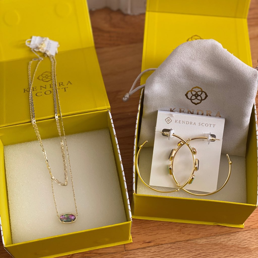 Our favorite jewelry company @KendraScott is having one of their best sales of the year! Make sure to shop the Kendra Scott Memorial Day Sale here kendrascott.com/?utm_source=ba…