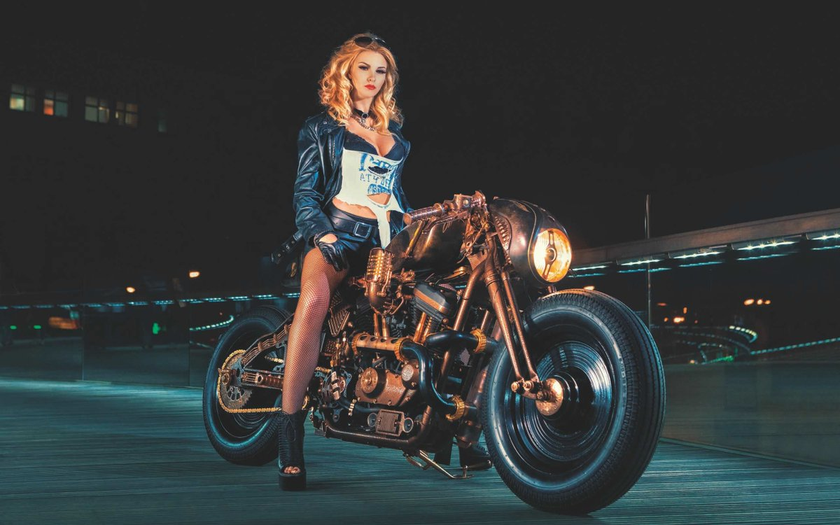 Como venida de otro mundo /  Like arrived from another world #BuenMiercoles #BikerGirl #motorbike #WednesdayWallpaperspic.twitter.com/aCLbn3HSNK