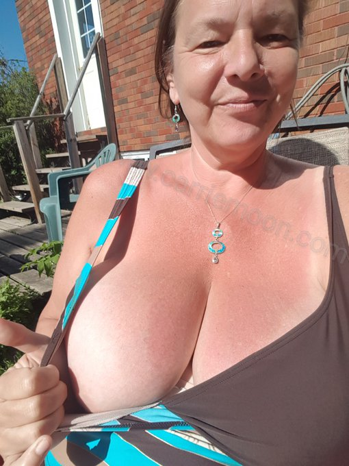Check it out.. gettin tanlines again.. man i missed tanning. #GettinmyvitD https://t.co/NcGkzFx2b6