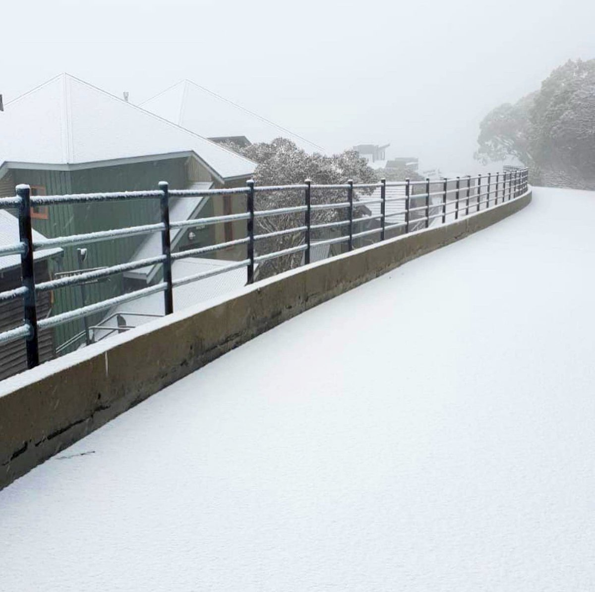 The #snow has returned to #Hotham today. That's the 3rd #snowfall event this month. Bring it! pic.twitter.com/kzOw8BCypO