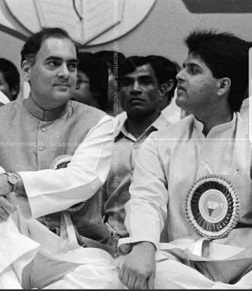 """21st May 1991 At 8 AM that morning I saw""""my leader Sh Rajiv Gandhi"""" of at helipad in Bhubhneshwar.He campaigned in Orissa & AP that day The journey of his life ended in Sriperumbudur that night at 10.20 PM To Sir with Love on his 29 th Martyrdom anniversary #ThankyouRajivGandhi"""