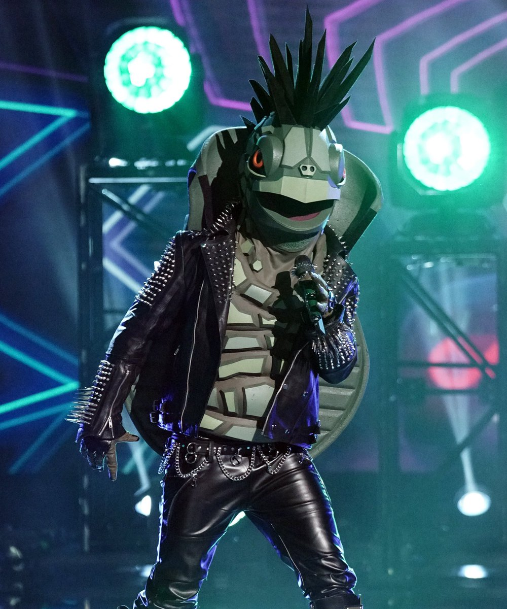 The year 2020: #TheMaskedSinger What we want:                     What we got: <br>http://pic.twitter.com/vyMQLd3Jb7