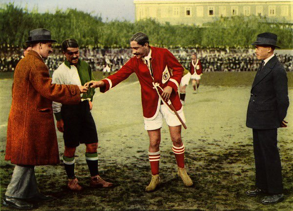 The Derby de Lisboa is the most important football derby match in Portugal played between #Lisbon clubs #Benfica and #Sporting. The bitter rivalry started in 1907, when 8 Benfica players moved to Sporting before the first derby. One of them scored the opener in 2-1 Sporting win pic.twitter.com/YrTQHCMtvQ
