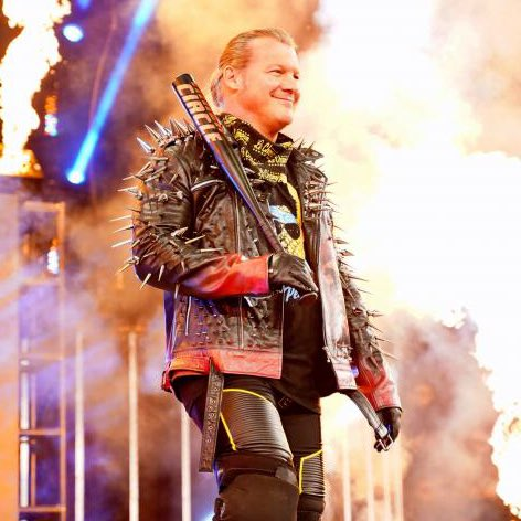 Chris Jericho toting a baseball bat all of a sudden isn't a coincidence.   #AEWDynamite  #AEWDoN<br>http://pic.twitter.com/RahqdKeLAZ