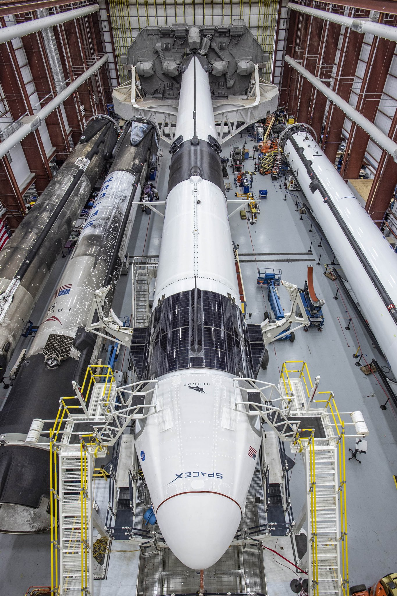 [SpaceX] Stock de premiers étages - Page 3 EYgh5jaWsAEBant?format=jpg&name=large