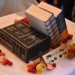 そのまま食べることが可能!?六法を模したオーダーケーキのクオリティが高すぎ!