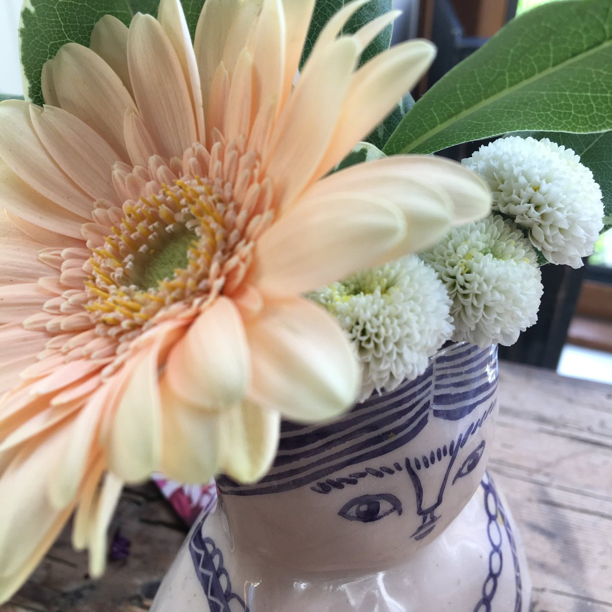 #FridaKahlo after recent flamboyance with Bearded Irises, we're a bit more mellow now - Gerbéra and 'wee white things'. How's your #LockdownThursday ?<br>http://pic.twitter.com/MDiF2rHIAv