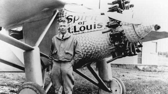 Il y a 93 ans, le #21mai 1927, Charles #Lindbergh, « l'Aigle solitaire », entrait dans la légende et atterrissait au Bourget, après avoir traversé l'Atlantique depuis New York, sans escale, à bord de son avion, le « Spirit of Saint-Louis » ! 🇫🇷🇺🇸✈️🎂 https://t.co/2wS9aUfTDo