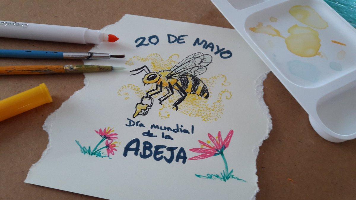 Mi aporte para el #DiaDeLasAbejas  Maaas bonitas las nenés! pic.twitter.com/WAVrJ1AbQ5